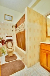 Macaroni Hill View Hotel bathroom