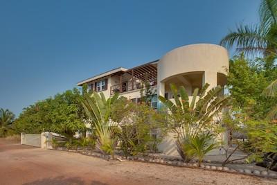 Three Iguanas Villa Placencia Belize Rentals